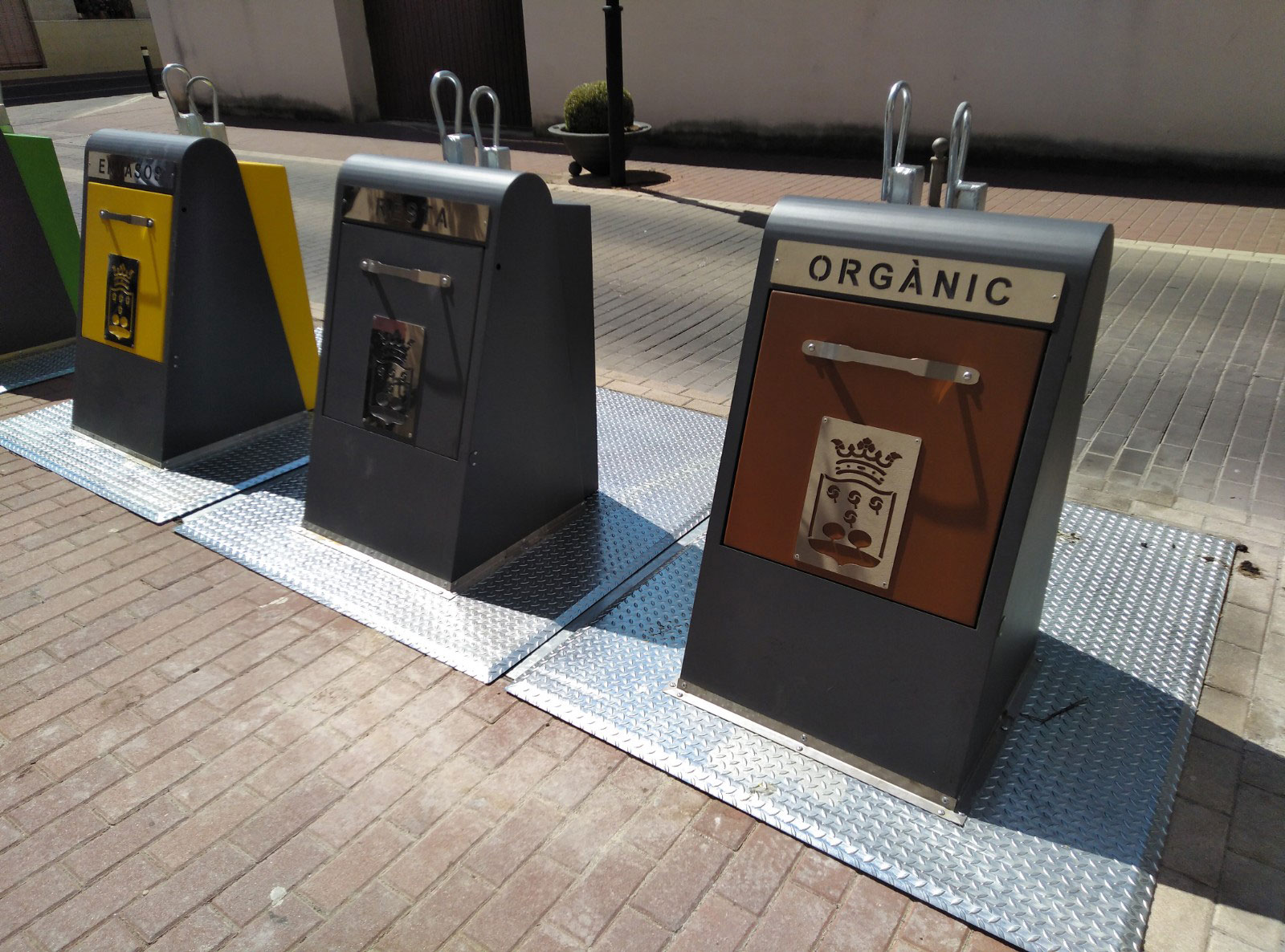 Contenedores de separado de residuos